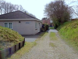 Luxus-Bungalow in Strandnahe im Noordzeepark Ouddorp, Zuid-Holland