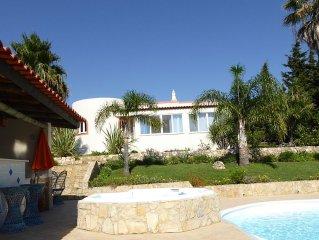 Moderne Villa mit privatem Pool, Whirlpool und schonem Garten in Meernahe
