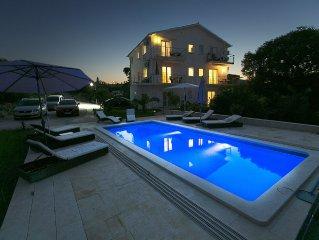 Luxus Ferienwohnung mit Pool und Blick aufs Meer