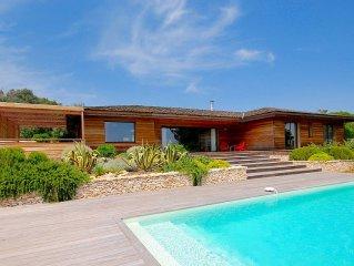 Villa bois, apercu mer, a proximite du golf de Sperone et des plages