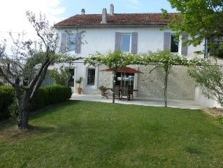 Provencal house in the heart of the countryside, with secured swimming pool