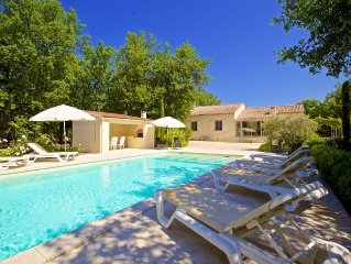 Cosy house, quiet, near the village of Roussillon