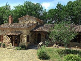 Aux portes du Perigord, magnifique maison en pierre, calme et reposante.