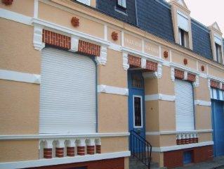 2 Villas wimereusienne dans rue calme. Location de 2 a 18 pers. Acces wi-fi