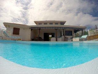 Villa 'Grand Large', les pieds dans l'eau aux Trois-Ilets avec piscine