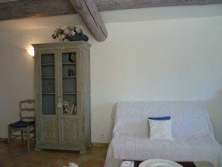 Appartem. climatise 60 m2 au pied du Luberon & vue imprenable sur jardin soigne