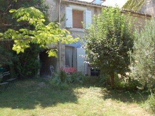 Maison de village 70 m2 à Fontvieille Provence avec jardin pour 6 pers