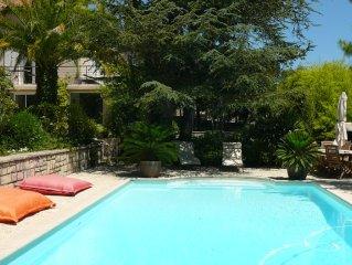 Haut d'une demeure provencale ,et son studio au bord de la piscine, vues mer