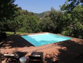 Grande maison,confort, piscine,2200m2 de jardin et jeux jolie vue,havre de paix