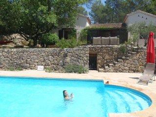 Confort et sérénité dans notre villa provençale:piscine privée en pleine forêt