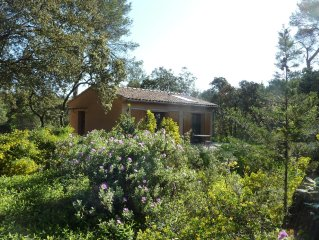 Maisonnette 2 pièces au milieu des bois  située à Assas avec piscine