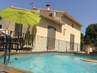 Villa agreable au pied du ventoux avec piscine,a proximite d'un lac