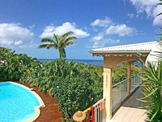 Villa à Deshaies : grande vue & accès mer, piscine privée