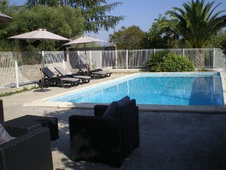 Detached villa with pool and secure private parking for 8 people