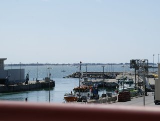 Sunny apartment overlooking the port of La Turballe, 4- 5 people, internet