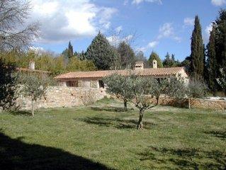 Superbe bergerie, avec piscine, sur une propriété de 14 hectares en Provence