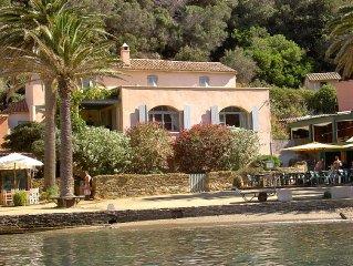 Villa art-deco situee au coeur du charmant petit port de l'ile de Port-Cros