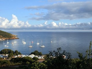 Location de 2 à 8 pers. vue sur golfe de Galéria, plage à 300m, terrasse 70m2