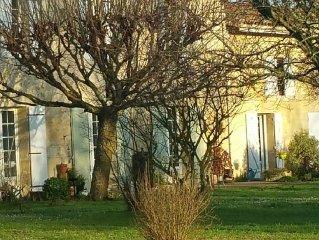 Gîte entre Bordeaux et St Emilion avec Magnifique Parc,  entouré de Vignes