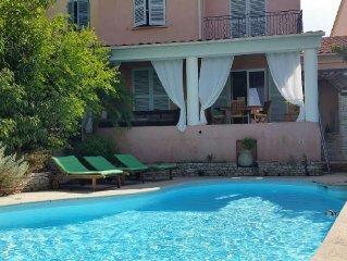 maison tout confort avec piscine proche centre du village et plages