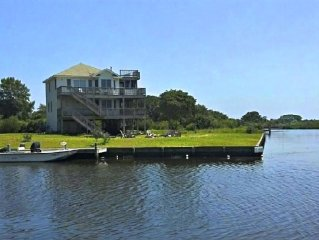 Waterfront Cottage On The Sound Minutes From The Beach, on two canals