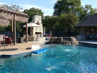 4 BR w/ Fabulous Pool/Tiki Bar & Grill/ Separate Cabana Only Blocks To Campus