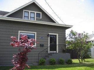 Welcome to Seattle Best Neighborhood Beautiful 5 Bedroom & 2.5 Bath with parking