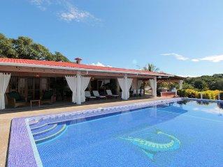 Exclusive 4 Bedroom Rainforest Retreat, Ocean/ Mountain Views