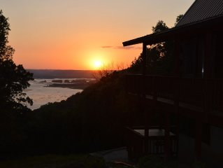 Secluded Wisconsin Cabin Rental with a view of the Mississippi River!!