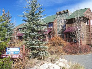 2 BDRM, 2.5 BA CONDO w Underground Heated Parking Space - Sleeps 7