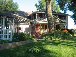 Beautiful, private vacation home rental on the point in Lindstrom, MN