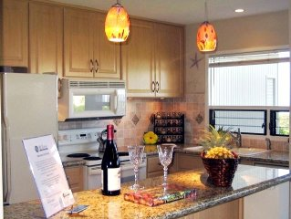 WONDERFUL OCEAN VIEW,REMODELED, RELAXING,ROMANTIC, WALK TO BEACH AND SHOPS,AC