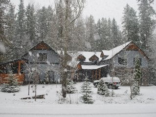A beautifully furnished luxury vacation home in its own grounds on the ski hill