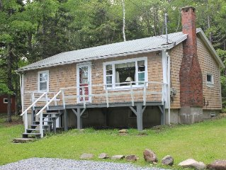 Charming Cottage with Ocean View, Shorefront Access,& Wi-Fi