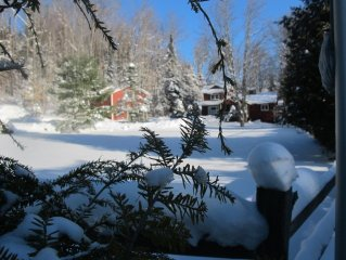 Brookside Cottage/Sprawling Wooded Retreat Within Town. Sleeps 8-10