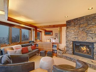 11B On the shore of Lake Superior - Panoramic Views, End Unit  4 mi Grand Marais
