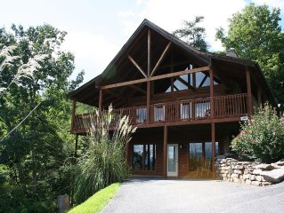 Private Cozy Cabin, Amazing views! Gatlinburg, TN Rates Reduced! Close to Fun!!