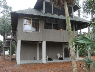 HOME AWAY FROM HOME WITH CLOSE ACCESS TO THE BEACH Spacious, Golf Carts Include