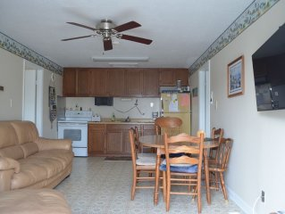 Cozy Bayside Home - Sleeps 8 - Short Walk To Beach - Private Deck