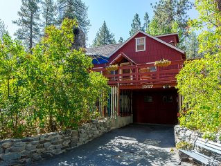 3rd Night FREE, pet friendly, sleeps up to 5. Playhouse, Walk to Town & Hiking