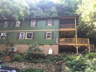 Park Place - Newly Renovated Family Cottage in the Center of Montreat