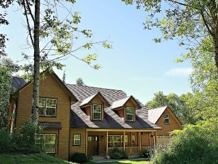 Gorgeous Secluded Retreat with Hot Tub!