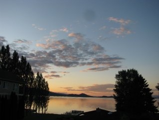 LOVELY, 5-STAR OVERLOOKING FLATHEAD LAKE (LABOR DAY WEEKEND STILL AVAILABLE)