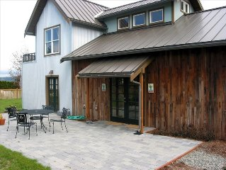 Stylish (Renovated Barn) 2BR Home in Langley (Whidbey Island)