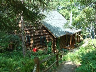 2 cabins on 10 gorgeous wooded acres w/ 900 ft of shoreline close to ski trails