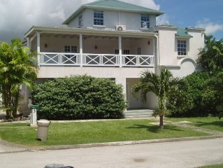 2 Bedroom Exec Apt with Pool, Wet Bar, Barbecue Grill, Sleeps 6, and Huge Patio