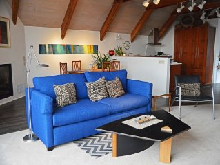 Artfully Appointed Luxurious Penthouse Apartment In The Center Of Mendocino.
