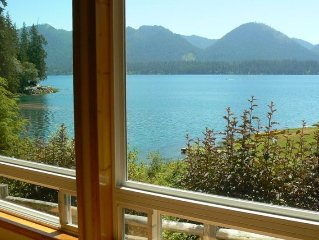 Secluded Lakefront, Private Low Bank Beach, Hot Tub, Dog Friendly