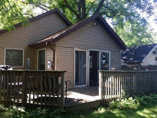 Cottage with Garage & Washer/Dryer, a MUST for long stays!
