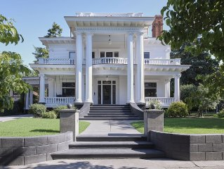 Welcome to Boyer House - Iconic Historic Home Steps from Whitman and Downtown